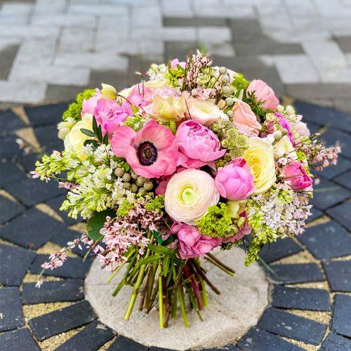 Buchet cu Bujori, Ranunculus si Trandafiri