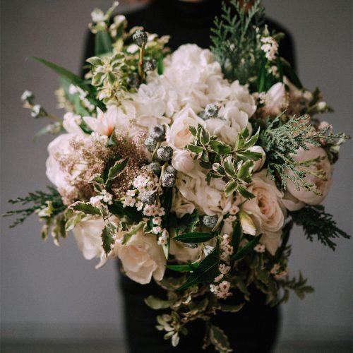 Buchet cu Hortensii, Bujori si Trandafiri