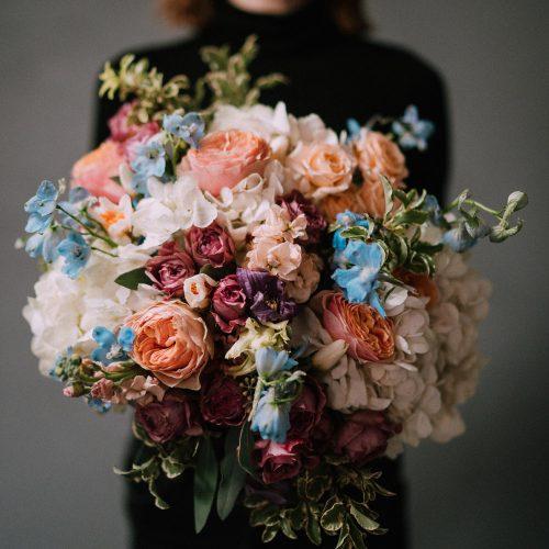 Buchet cu Hortensii, Trandafiri si Delphinium