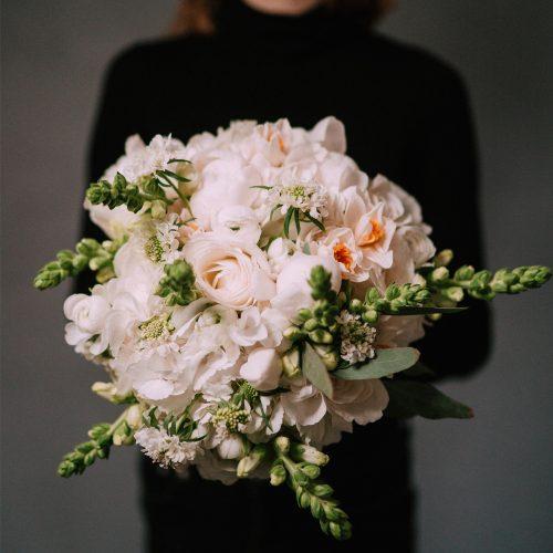 Buchet cu Hortensii, Trandafiri si Antirrhinum