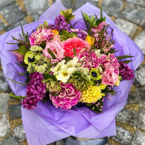 Buchet cu Anemone, Trandafiri si Frezii
