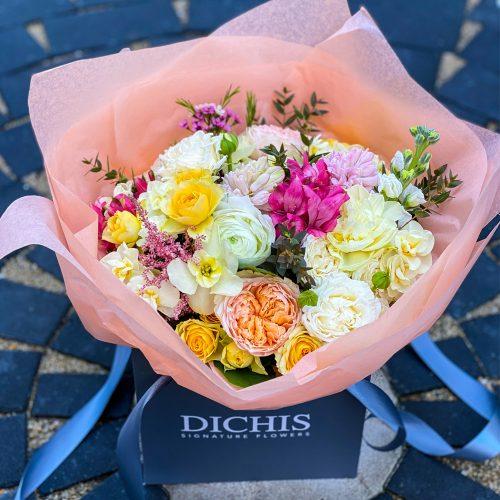 Buchet cu Bujori, Trandafiri si Ranunculus