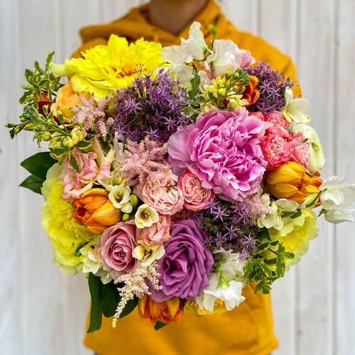 Buchet Cu Bujori, Trandafiri, Lalele si Frezii
