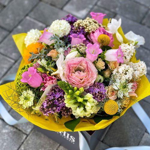 Buchet cu Ranunculus, Lalele si Campanula